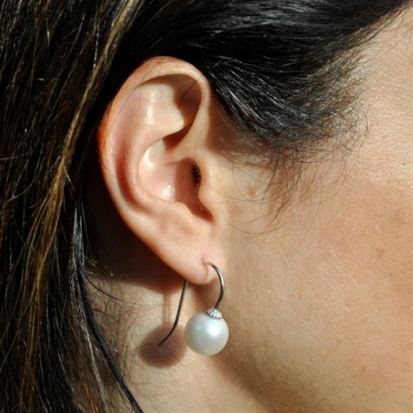 boucle d'oreille grosse perle blanche