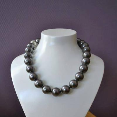 Collier perles noires 16 mm Tahiti & fermoir magnétique Angelina