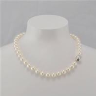 Collier perles blanches 8 mm & fermoir magnétique Angelina
