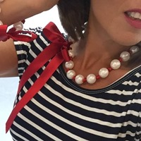 Collier d'Exception Ruban Rouge et Perles Blanches