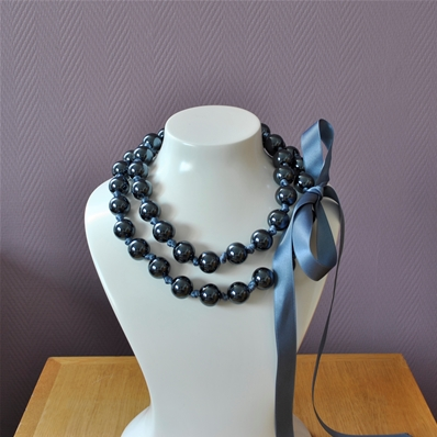 Long collier simple ou double rangs grosses perles noires Caroline