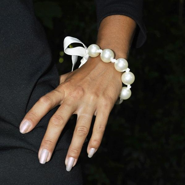 Bracelet de perle ivoire nou e 18mm insolite 19cm simon simon - Bracelet perle et ruban ...